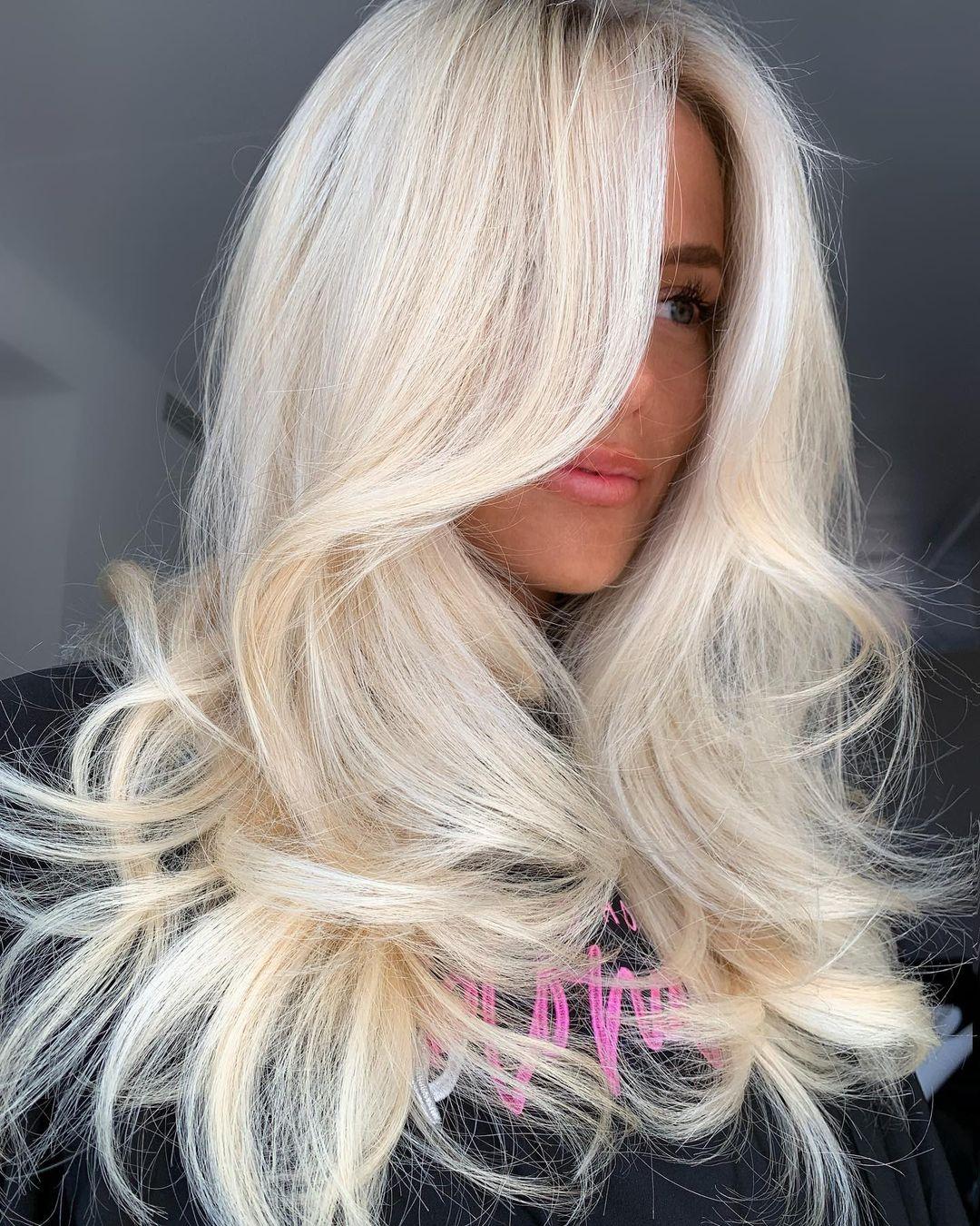 модное окрашивание осень 2021 для блондинок платиновый пепельный блонд