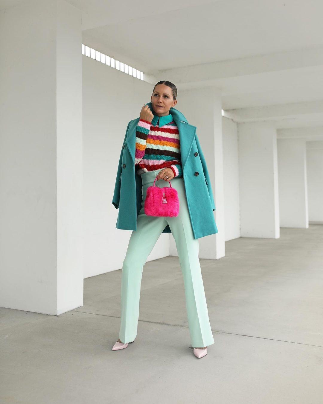 модный свитер осень зима 2021 2022 в полоску полосатый