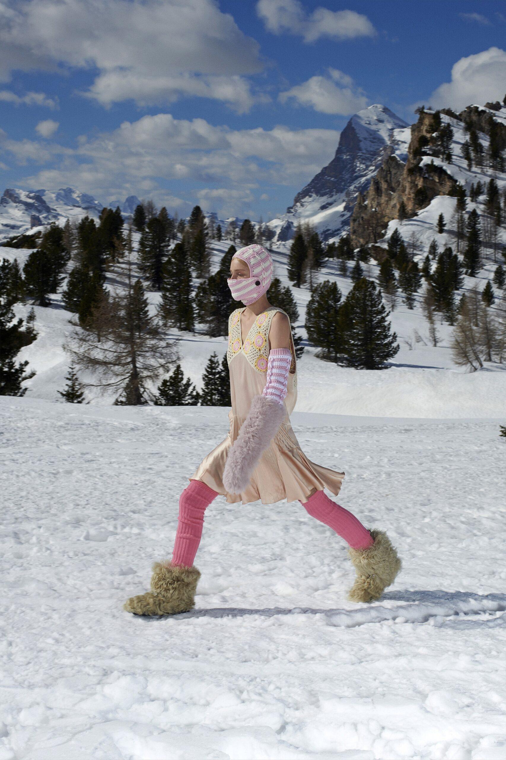 модные сапоги осень зима 2021 2022 меховые унты бежевые пушистые